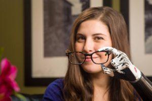 Es artista, activista y cyborg 💪